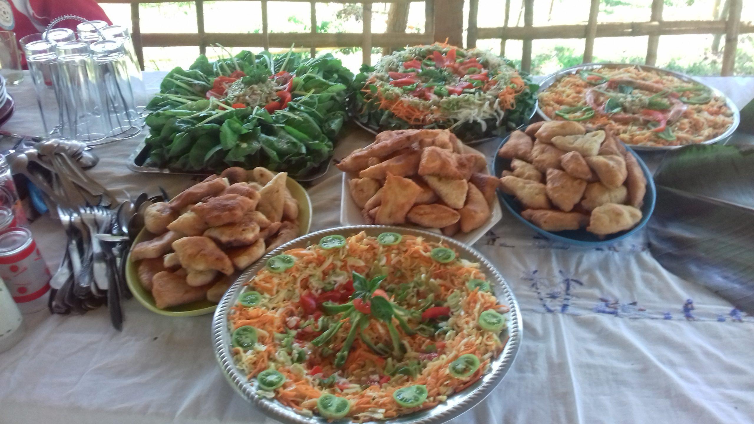 Repas à la table d'hôtes du gîte Akiba - Nosy Komba
