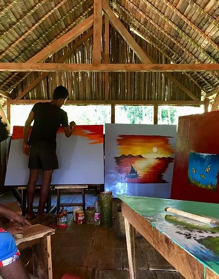 Atelier peinture à l'école Akiba
